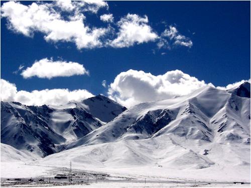 在海拔4000多米的路边停车吃饭,高原反应显示它强大威力,头痛胸闷,站